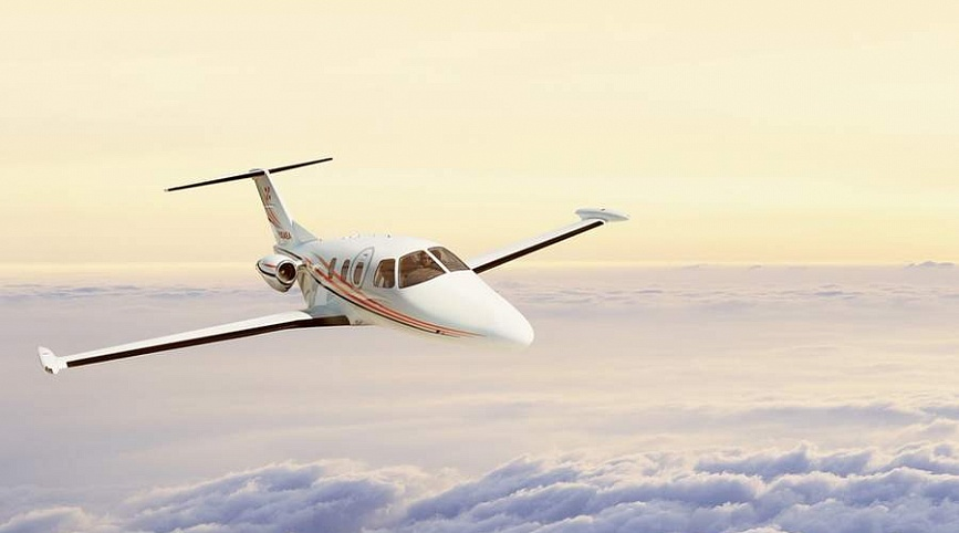 Легкий самолет Eclipse 500 для горнолыжной экскурсии