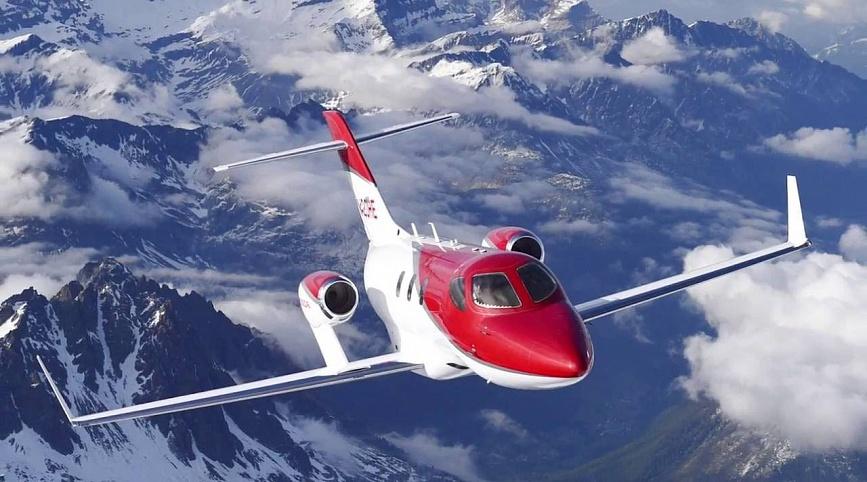 Легкий самолет HondaJet для горнолыжной экскурсии